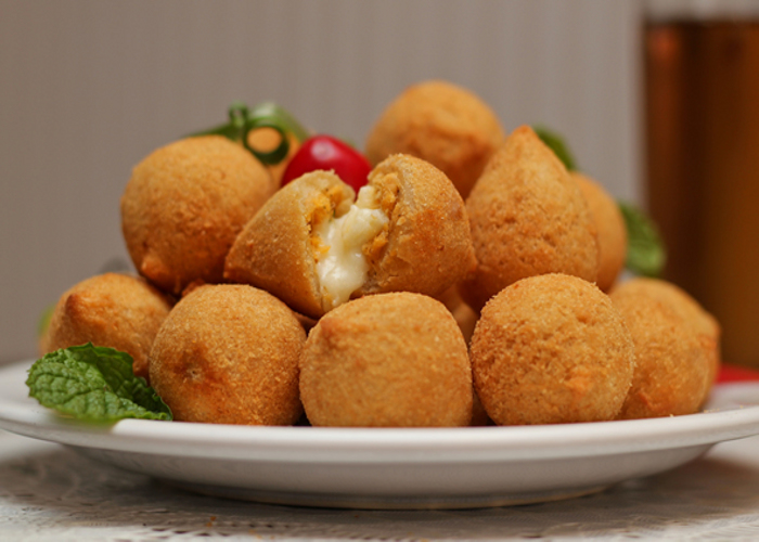Brazilian fried chicken balls with cream cheese